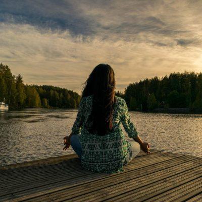 Czym jest medytacja i dlaczego warto z niej czerpać?