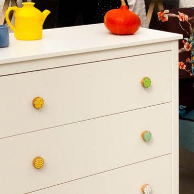 Gałki do szafek – estetyczny detal zmieniający oblicze mebla