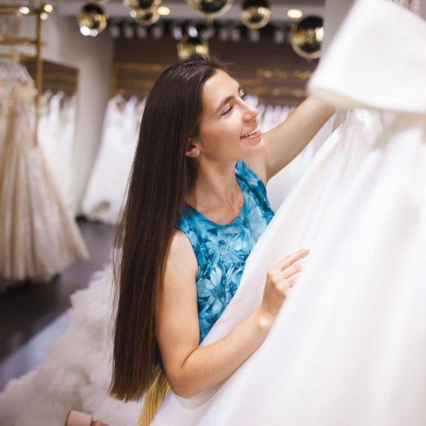 Jak wybrać salon sukni ślubnych?