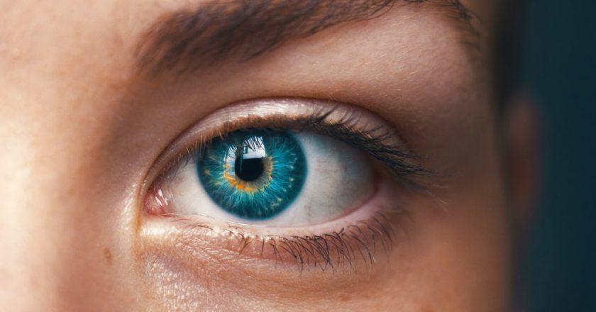 Jak dobrać soczewki kontaktowe na podstawie okularów?