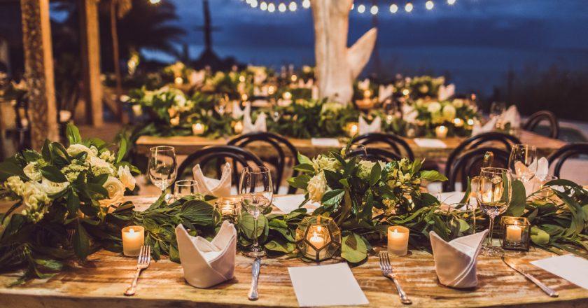Oświetlenie na weselu – kiedy warto skorzystać z wypożyczalni?
