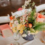 Winietki ślubne inne niż wszystkie — czym zaskoczyć gości na stołach?